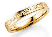 gravējums, gravējums gredzenu ārpusē, gravējumu veidi, laulību gredzeniem, laulību gredzeni, saderināšanās gredzeni, gredzeni, zelta gredzeni, gredzeni ar briljantiem, gredzenu gravēšana