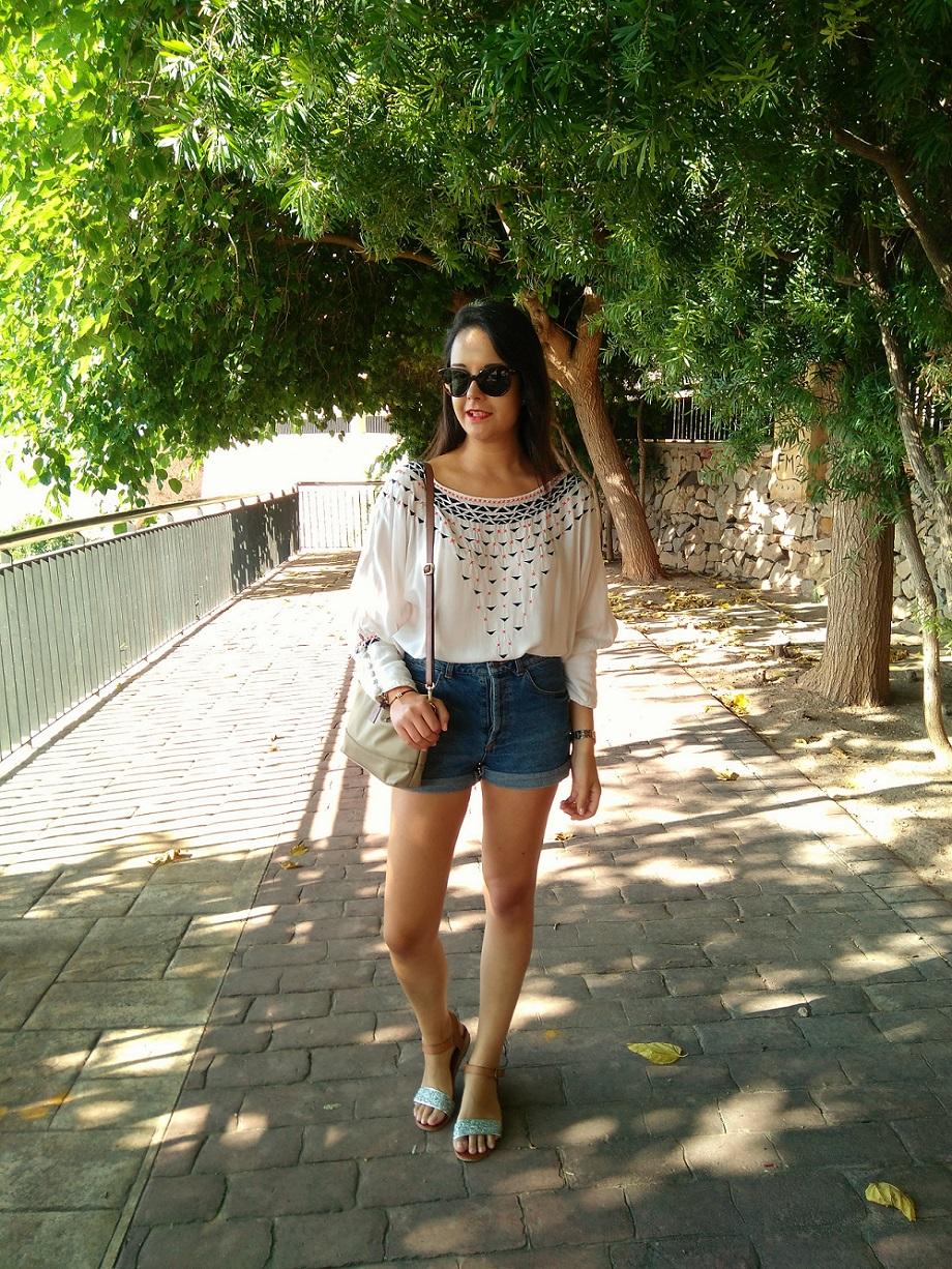 http://zaracabanyes.blogspot.com.es/2016/08/top-etnico-y-shorts-denim-look-320.html