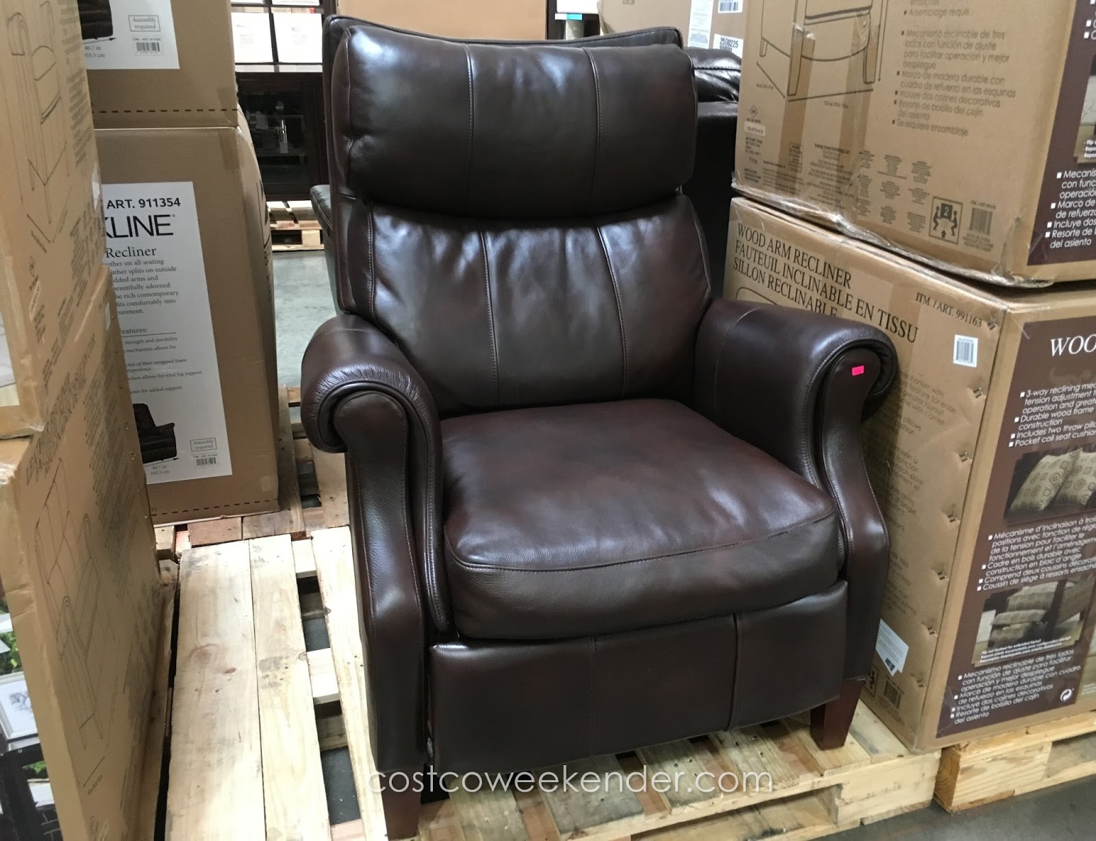 Lazy Sundays Deserve A Synergy Home Furnishings Leather Recliner