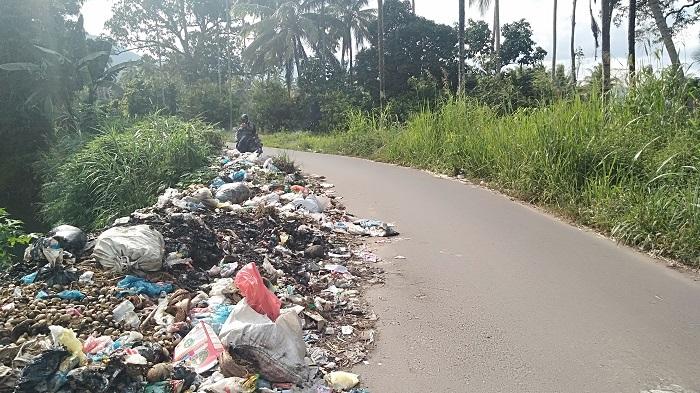Aduh, Jalan Saropan Sigalangan Dijadikan Tempat Pembuangan Sampah Dadakan