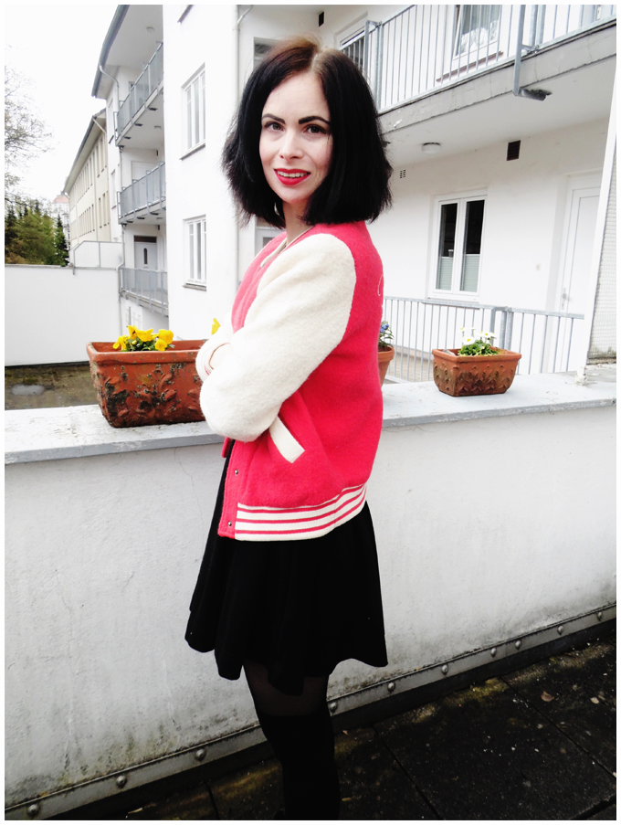 spring outfit | vintage | h&m red college jacket, h&m black dress, h&m overknee tights, lemon jelly chelsea boots | more details on my blog http://junegold.blogspot.de | life & style diary from hamburg | #fashion #outfit #spring #springoutfit #vintage #vintageoutfit #hm #red #black #collegestyle #collegelook