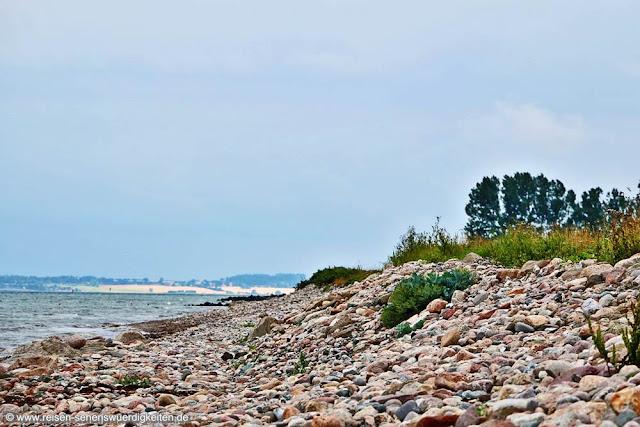 Steinufer an der Küste Ostseebad Damp