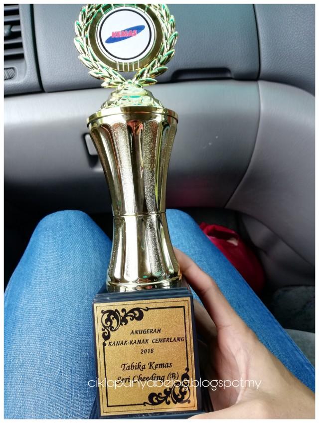 Throwback : Majlis penyampaian sijil kanak-kanak tabika KEMAS/JAKOA dun Teluk Datok. Kakak Farisya naik pentas lagi!
