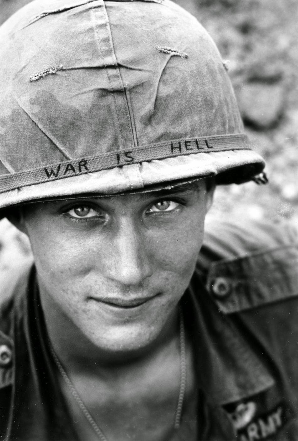 Durante la guerra de Vietnam, el 18 de junio de 1965, el miembro del Batallón de la Brigada Aerotransportada 173, Larry Wayne Chaffin, sonríe a la cámara.