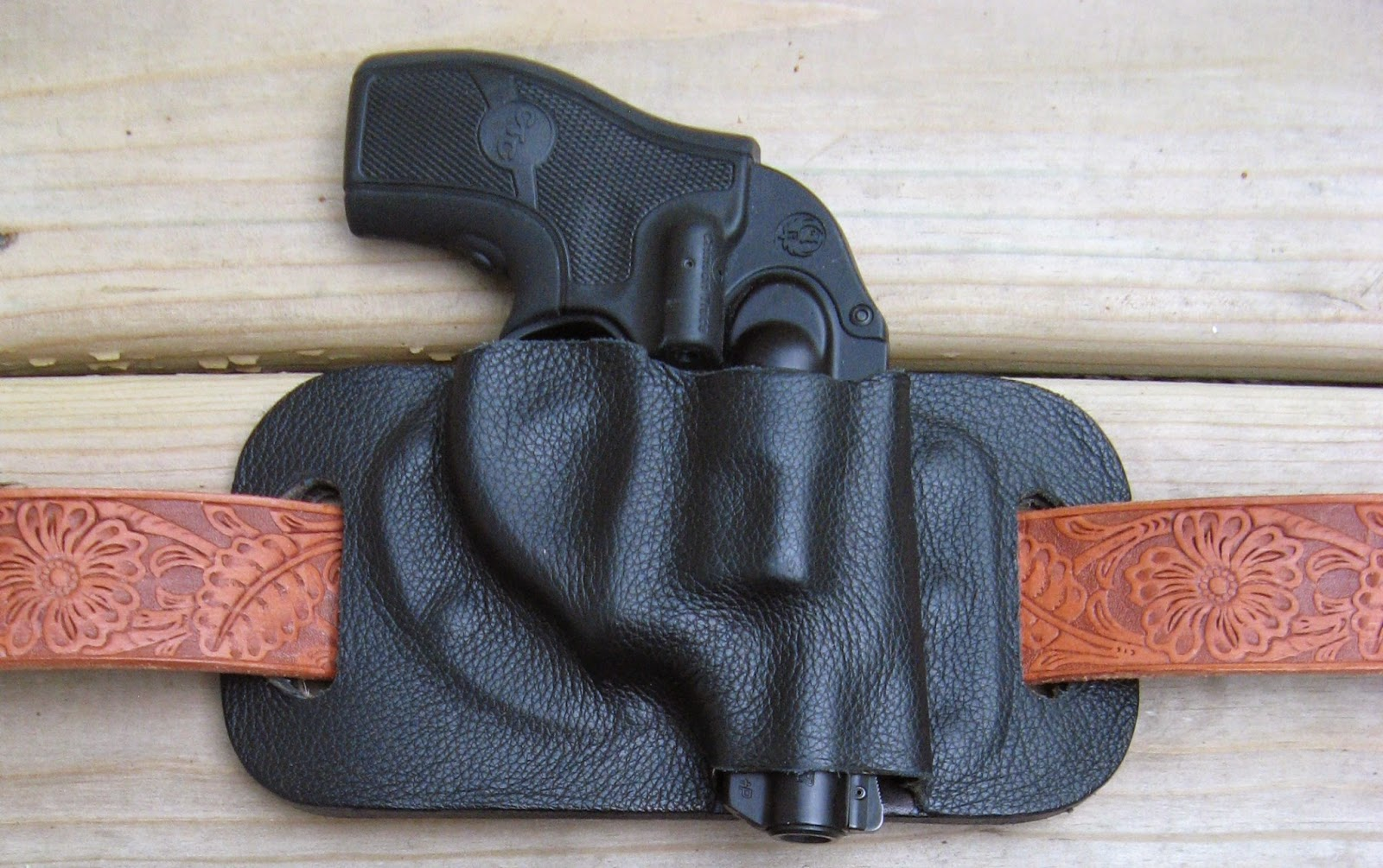 FALIA REVIEWS: CONCEALED CARRY & HOLSTERS