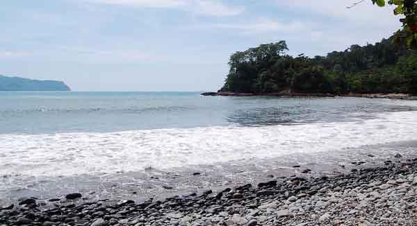 Pantai Batu Banyuwangi