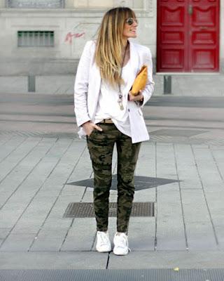 outfit para la oficina con pantalón militar verde tumblr