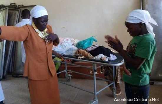 """Miembros de iglesia oran en morgue para """"resucitar muertos"""""""