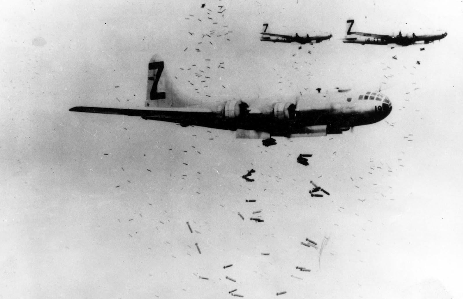 B-29+Incendiaries+Tokyo.jpg