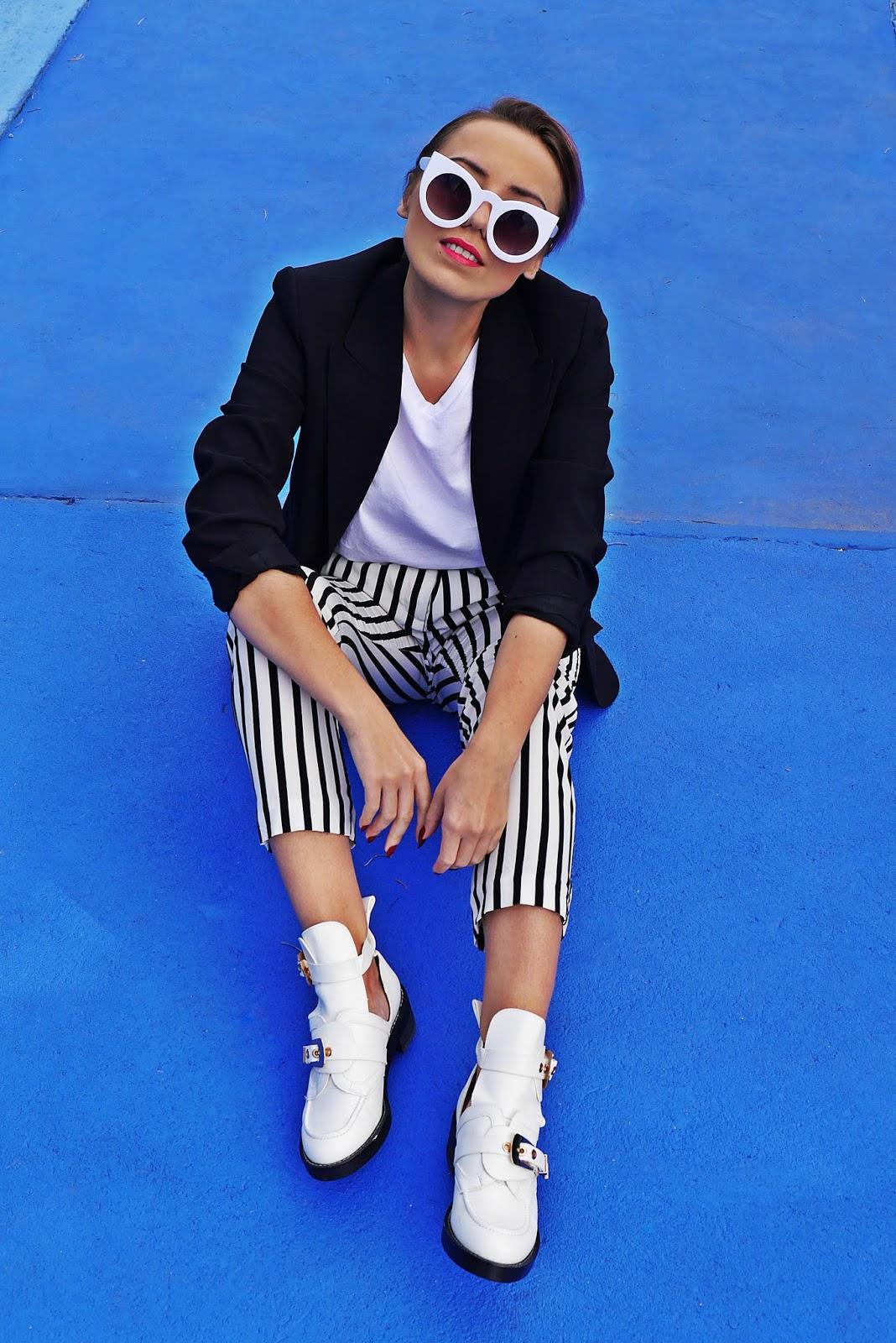 1_balenciaga_white_Ceinture_Ankle_Boots_stripes_pants_black_jacket_karyn_blog_modowy_280917