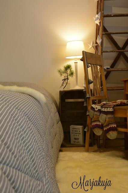 Makuuhuoneessa ikean taljat
