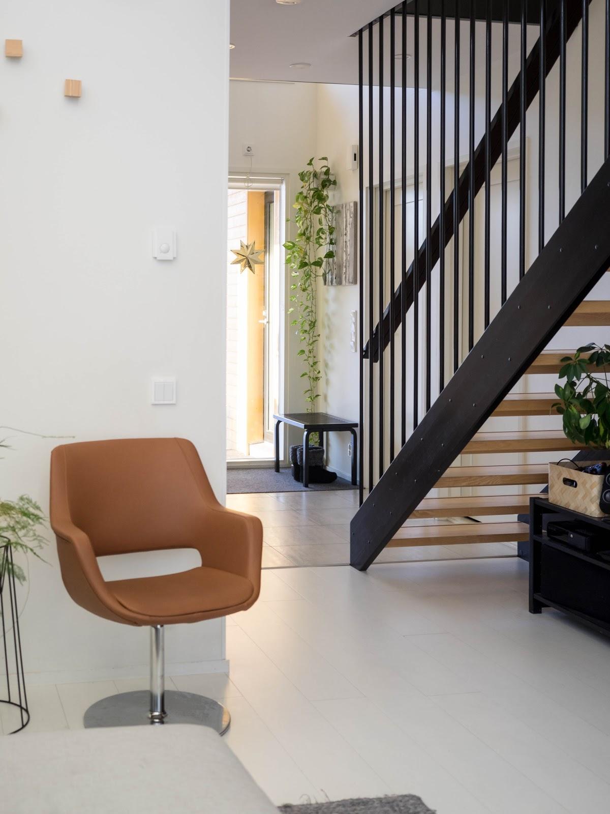 Talostakoti pinnakaide portaikko