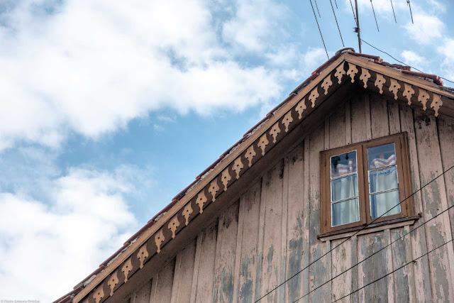 Casa de madeira na Desembargador Motta - detalhe lambrequins