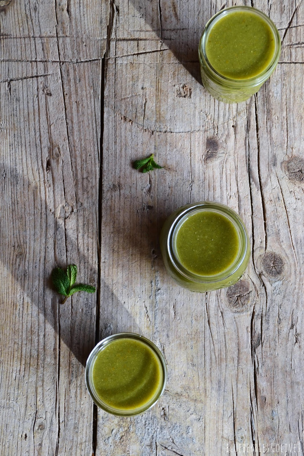 GRAPE, TANGERINE AND MATCHA DETOX SMOOTHIE