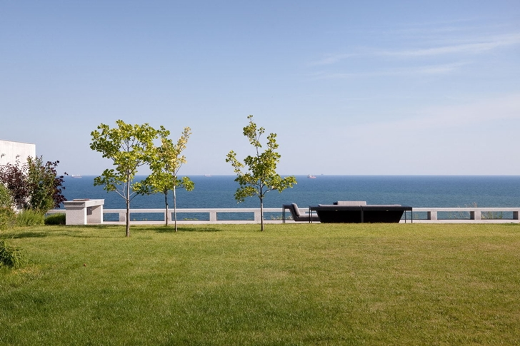 Terrace by the sea in Contemporary house in Ukraine by Drozdov & Partners