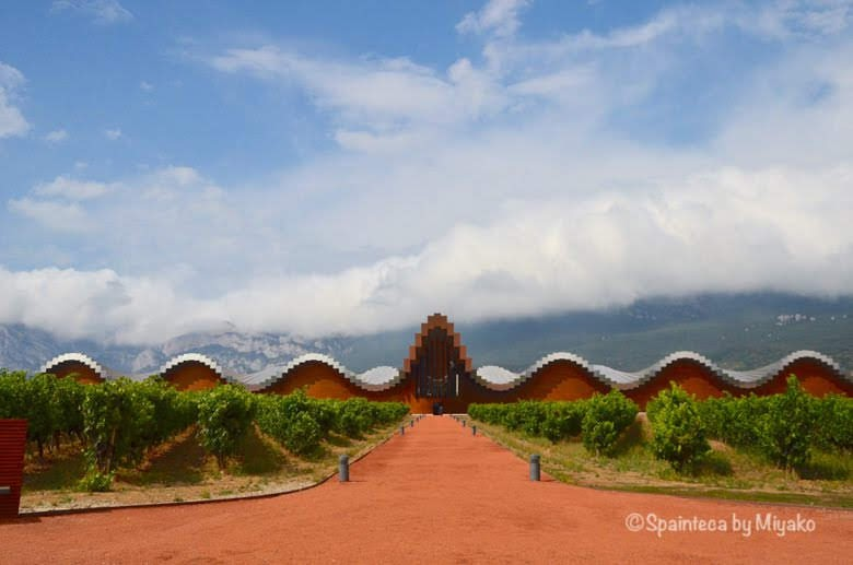 Bodega Ysios Laguardia 北スペイン・リオハのイシオスワイナリーとカンタブリア山脈