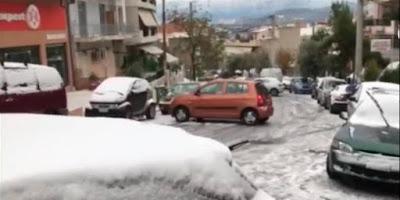 Αυτοκίνητο στο Πέραμα κάνει… τσουλήθρα στον παγωμένο δρόμο (video)
