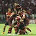 Flamengo vence clássico polêmico e pressiona líder Palmeiras