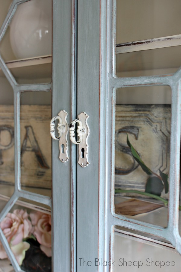 Charming vintage handles on the glass doors.