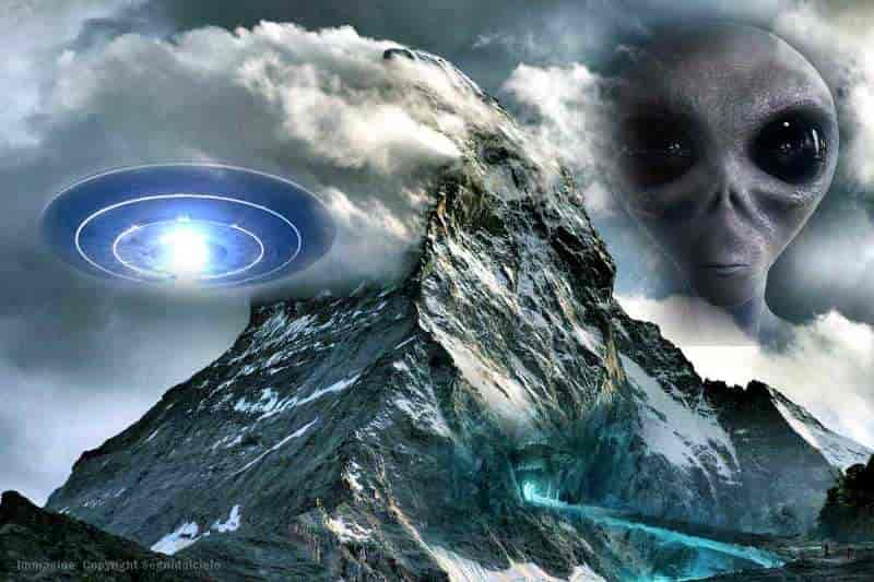 Gangkhar Puensum: Το Ιερό Βουνό που ΔΕΝ Αφήνει Κανέναν να το Ανέβει (video)