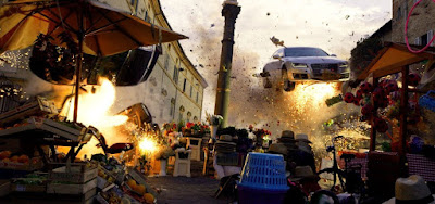 Carros são arremessados no ar durante perseguição em alta velocidade no filme Esquadrão 6, da Netflix