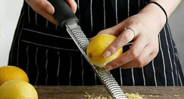 Beberapa Tips Cara Membersihkan Parutan Besi dan Sisa Makanan