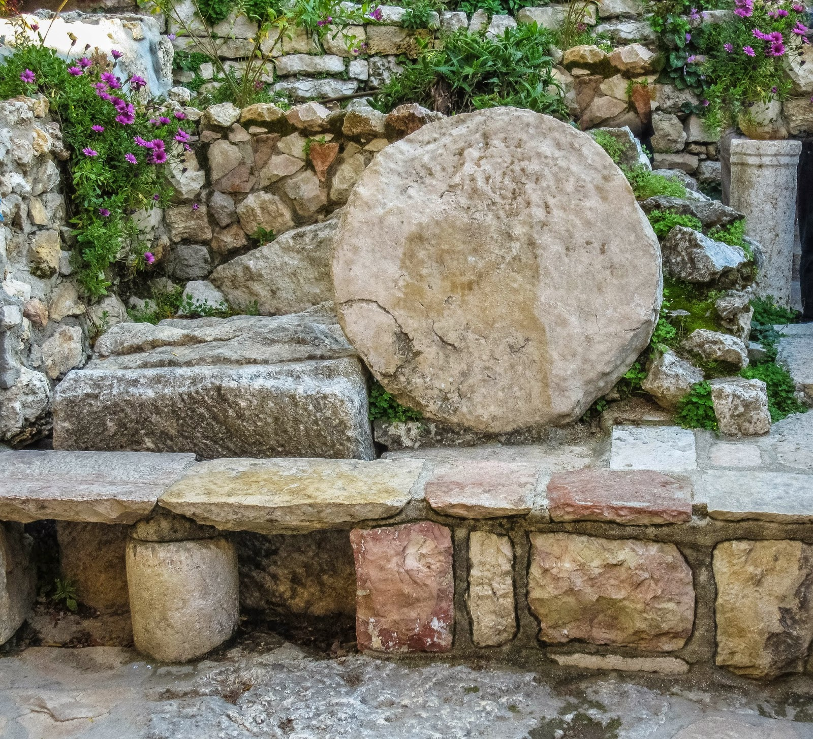 Stone For The Garden: Cannundrums: The Garden Tomb