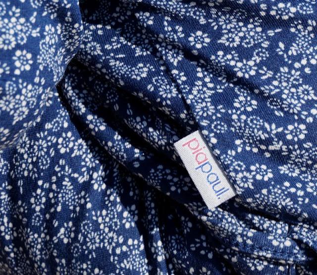 Maritime Lieblingsstücke: Kindermode von piapaul (mit Rabattcode und Verlosung) Kinder Label Mode Manufaktur hangefertigt nachhaltig regional Kollektion Unikat Stoff geblühmt Blümchenstoff blau weiß