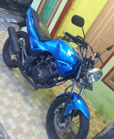 Modifikasi motor honda Tiger warna Biru