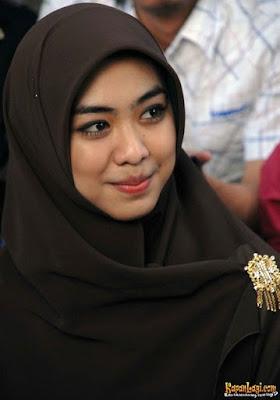 Gerah Dengan Cibiran Netizen, Oki Setiana Dewi Kunci Instagramnya.