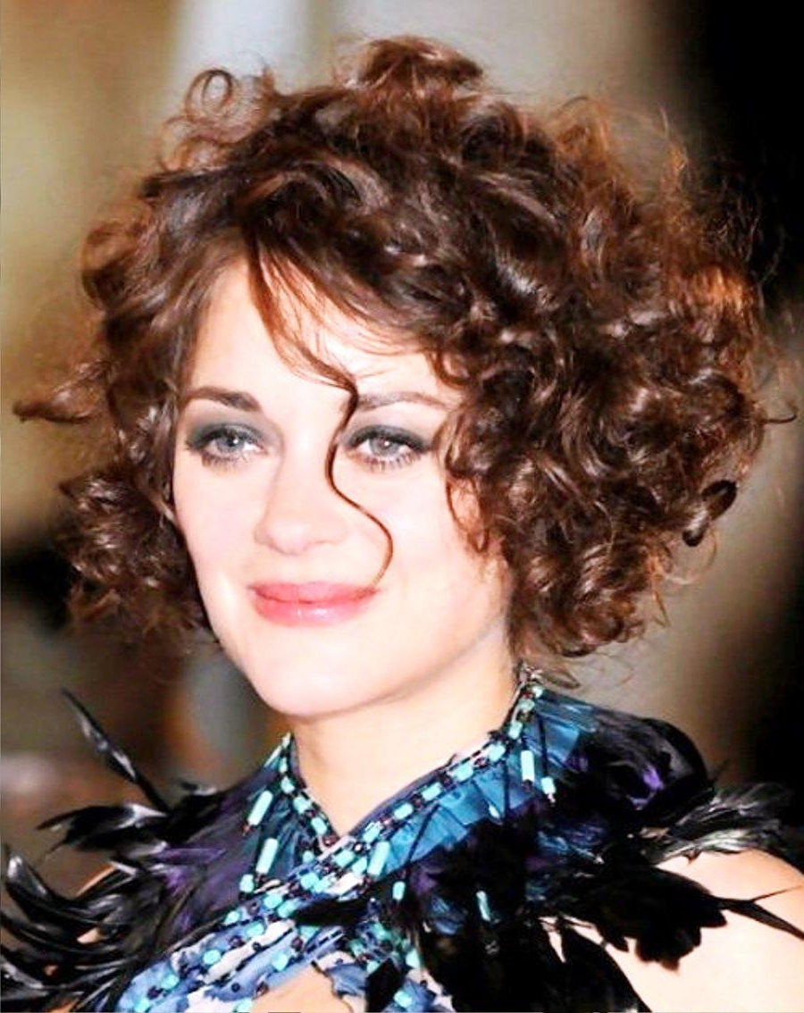 Short curly hairstyles for men and women - Sari Info
