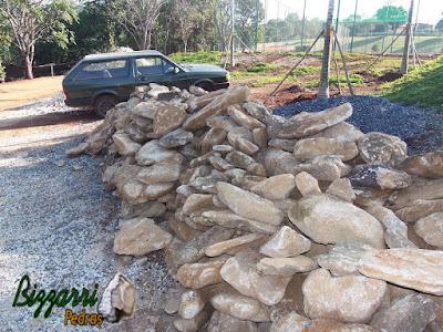 Pedra moledo para escada de pedra com cantos tipo faceada.