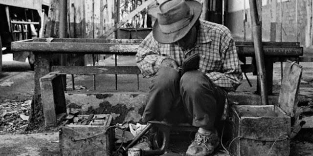 Mengharukan! Inilah Kisah Tukang Sol Sepatu Yang Menjadi Seorang Haji Mabrur