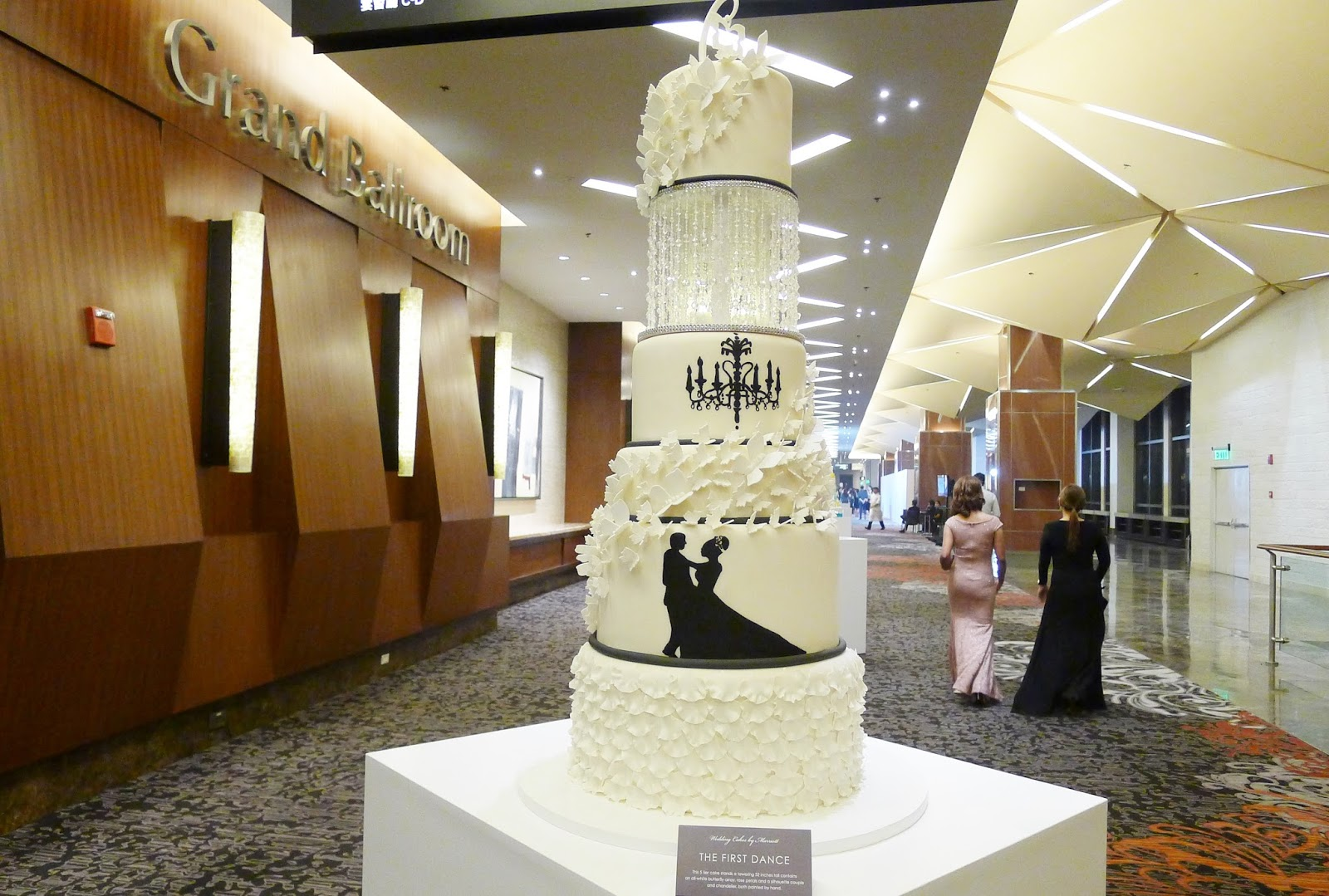 Image Result For Huge Cake Stands Inches