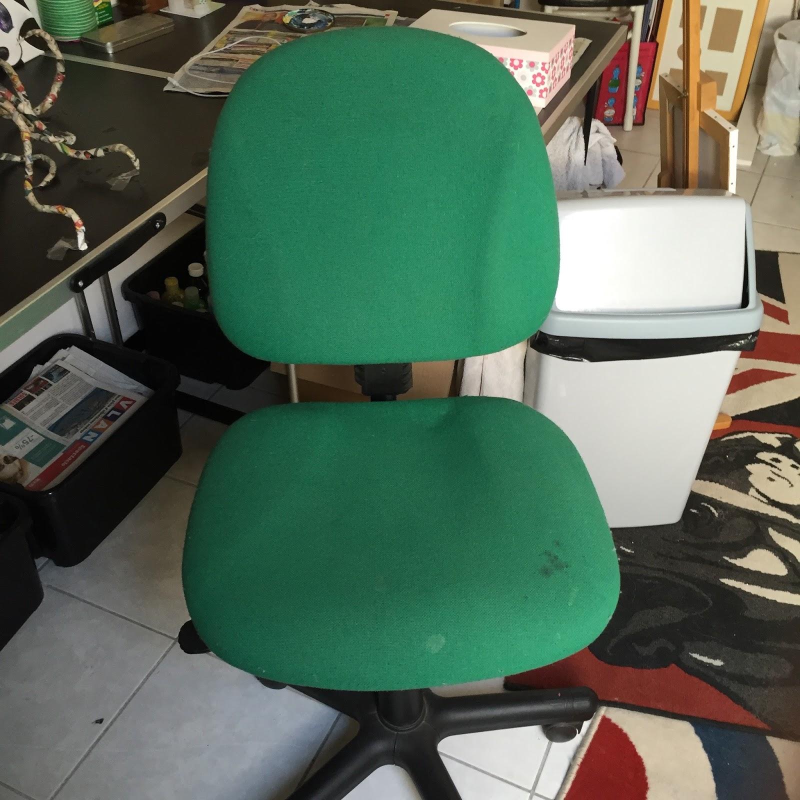 Le bazar de sookie diy recouvrir une vieille chaise de bureau - Recouvrir chaise tissu ...