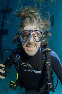 Ruud de Wild schrijft radiogeschiedenis met eerste live-programma onder water