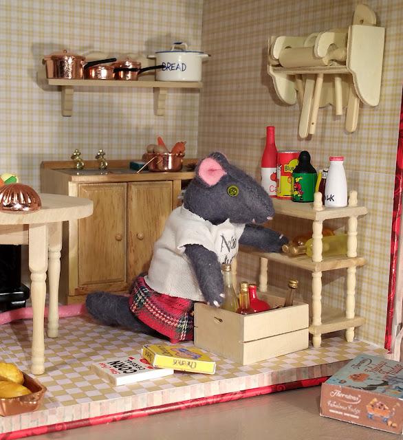 furniture for dolls house, meubles pour maison de poupée