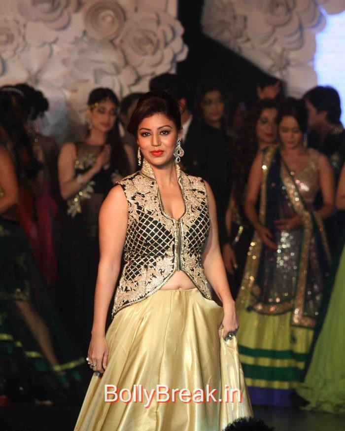 Debina Bonnerjee, Hot HD Images of Shriya Saran On The Ramp at 'Main Tamanna 2' First Look Launch