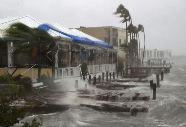 Hurricane-Matthew-weakens-makes-landfall