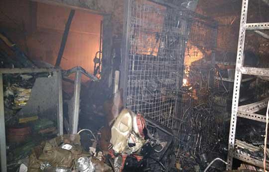 toko onderdil di jamblang terbakar