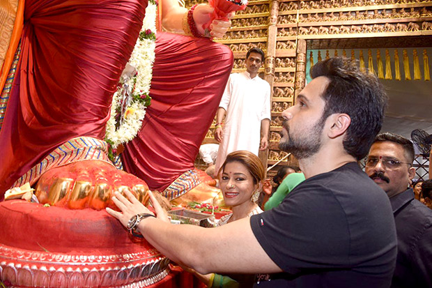 Emraan Hashmi Seeks Blessings of Lalbaugcha Raja ahead of Baadshaho Film Release