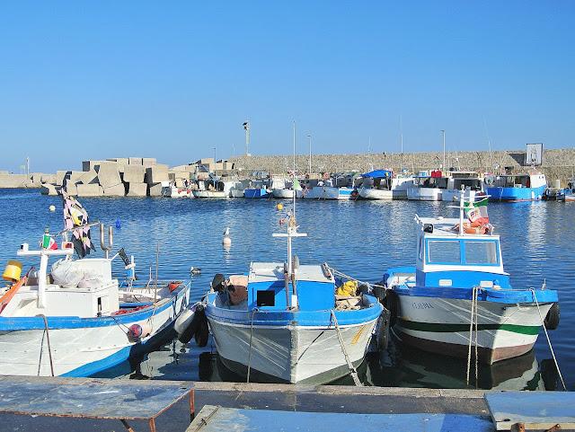 łodzie, statki, kurty port Isola Delle Femmine Palermo, Sycylia