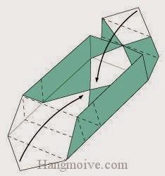 Bước 7: Gấp hai cạnh tờ giấy hai bên vào trong
