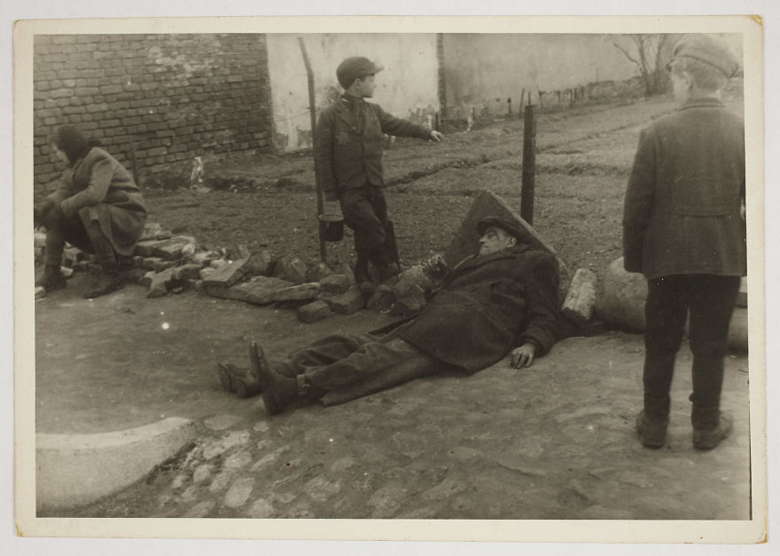 These 32 Pictures Had Been Buried For Years. The Reason Is Heart-Breaking - 1940-1944: A Sick Man On The Ground