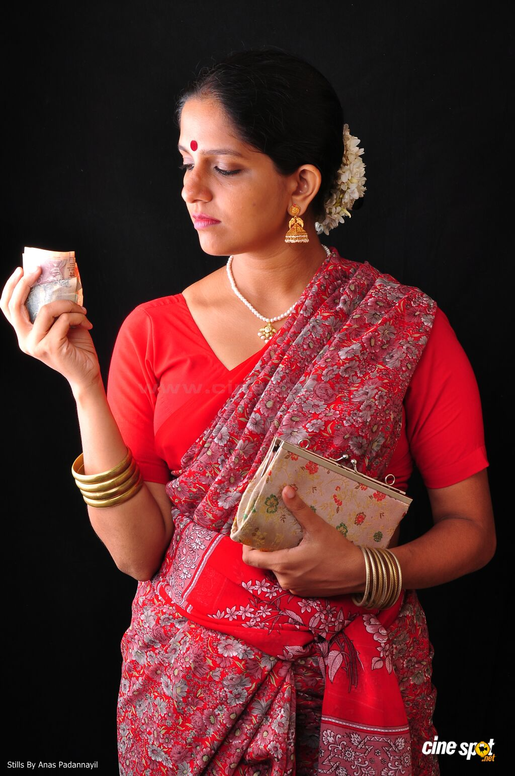 Beautiful Indian Aunties In Saree- Amazing Photo Gallery-8654