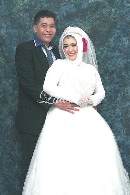 Pengantin internasional dengan busana gaun gown muslim