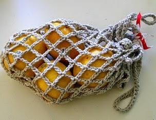http://translate.googleusercontent.com/translate_c?depth=1&hl=es&rurl=translate.google.es&sl=en&tl=es&u=http://diyods.blogspot.com.es/2010/04/crocheted-produce-bag.html&usg=ALkJrhjrX5CJmvExNTVGLq2eZRC2FBksyQ