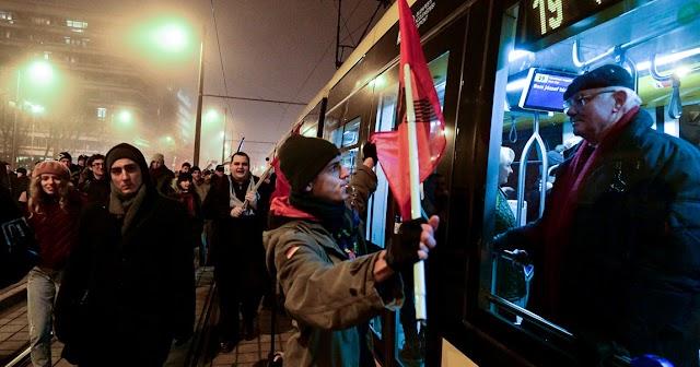 Demonstráció miatt közlekedési korlátozások lesznek vasárnap délután a fővárosban
