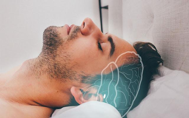 Qu'est-ce que signifie si votre corps secousse pendant l'endormissement