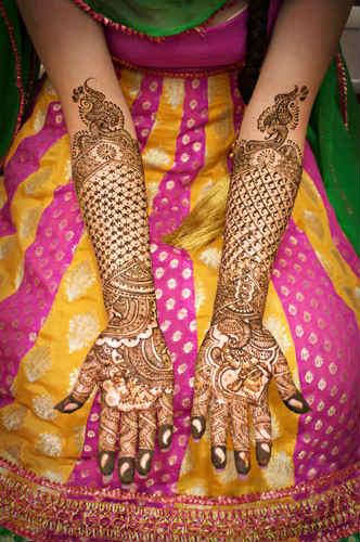 best-and-beautiful-bridal-mehndi-designs-for-full-hands-and-legs-5